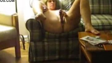 Spying my aunt playing with her pussy